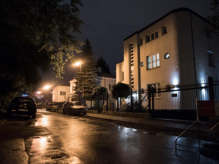 warszawska uliczka nocą